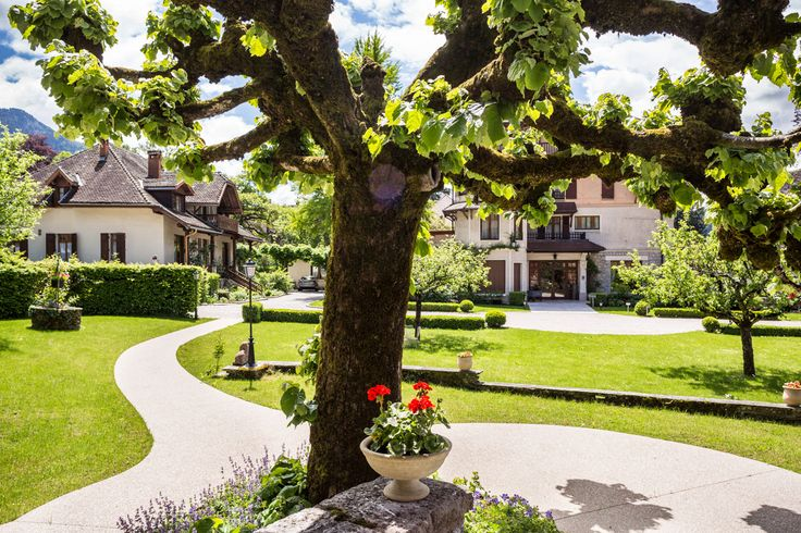 The Garden #chateauhotelscollection #SPA #hotel #talloires #annecy #lake #lac #mountains #montagne #detente #loisirs #vacances #garden