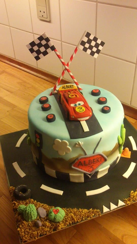 Cars cake Lightning Mc Queen Cake :-)