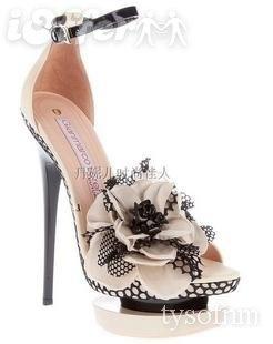 shoesFlowers Repin, Flower Shoes, Black White, Pretty Flowers, Flowers I, Heels, Little Black Dresses, Pageant Dresses, Black Whit Flower
