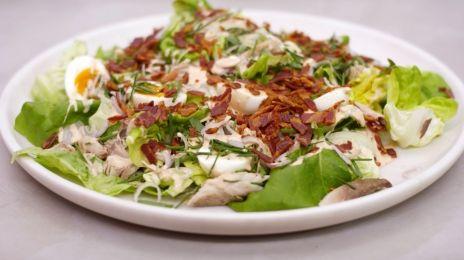 Eén - Dagelijkse kost - Salade met gerookte makreel, pancetta en cocktailsaus