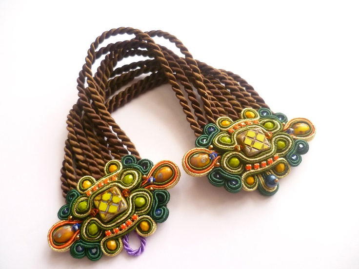 A lovely soutache bracelet, I love the combination with the twisted band.