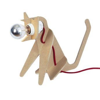 Lampe à poser Get Out Cat – Naturel – H35 cm – Eno Studio La lampe à poser Get Out Cat utilise le corps d'un chat comme support à la lumière. L'ampoule se situe au niveau de la tête et propagera une lumière douce et rassurante. Elle sera parfaite comme éclairage d'appoint sur un meuble ou directement à même le sol dans une chambre à coucher ou dans un salon. Elle saura ravir également les enfants. Ludique, son montage est très facile au point où vous pourrez faire participer vos enfants.