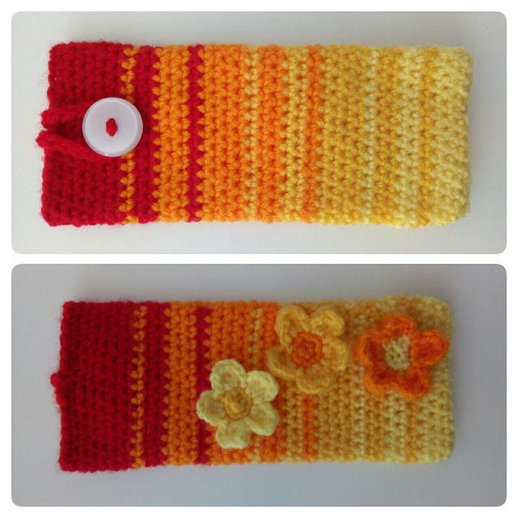 Pochette fleurie pour portable crochetée en 3.5