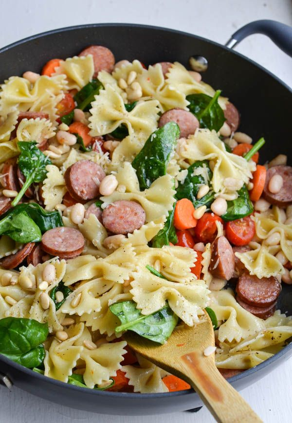 15 minutes SMOKED SAUSAGE & SPINACH PASTA with pine nuts