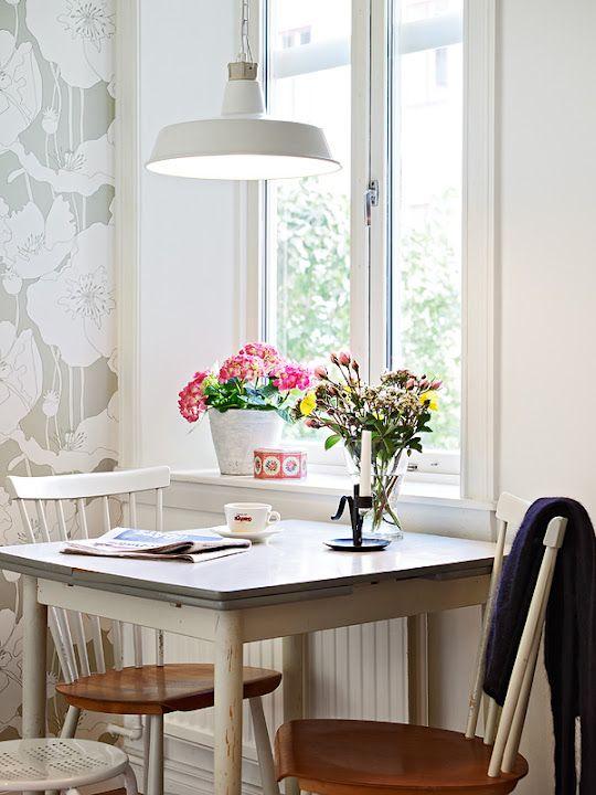 Stadshem: kitchen table