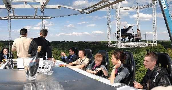 Dinner in the sky - Schau mal: besondere Locations, aussergewöhnliche Hotels…