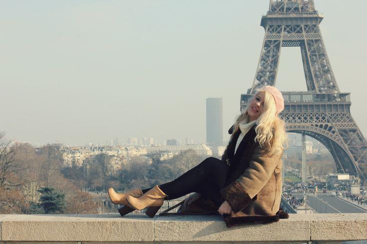 #paris #eiffeltower #winter #winteroutfit #sherlingjacket #vinatge #oodt