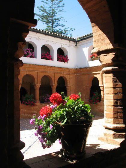 Andalusien: Das Kloster Monasterio de La Rábida spielte bei der Entdeckung Amerikas durch Christoph Kolumbus eine wichtige Rolle. Den ganzen Reisebericht finden Sie hier: http://www.nachrichten.at/reisen/In-Andalusien-schon-Schwein-gehabt;art119,1205666 (Bild: Mittner)