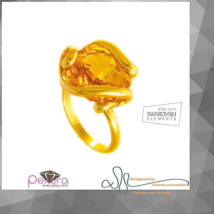El cristal Topacio representa la piedra de #nacimiento del mes de #Noviembre. Un regalo ideal para #cumpleaños en el mes de Noviembre. #Anillo, #Aretes y #Colgante #Marazzini con #Cristales #SWAROVSKIELEMENTS