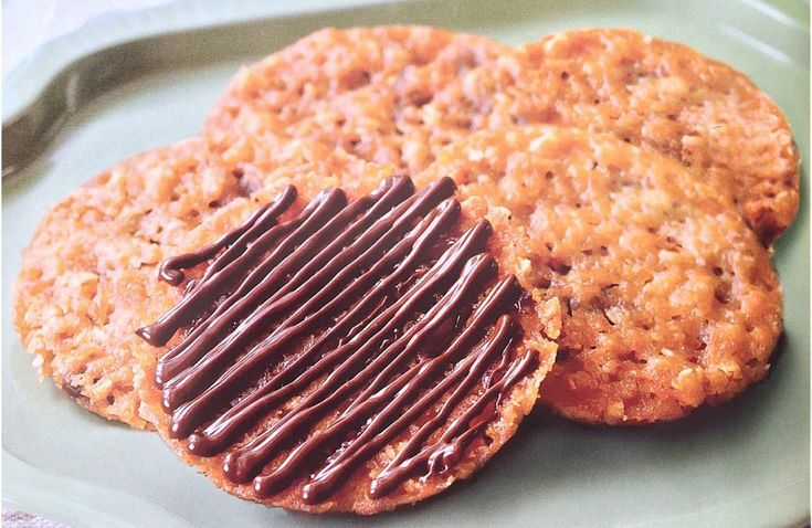 This thin, lace-like cookies with a layer of chocolate are so addictive. Paired with a cup of english tea or smooth cup of coffee, they'll be a sure hit! Ingredients: - 1/2 cup all-purpose flour - 1/2 cup rolled oats - 1/2 cup sugar - 1/4 teaspoon baking powder - 1/3 cup heavy cream - 2 tablespoons light corn syrup - 1 teaspoon vanilla extract - 1/3 cup butter, melted - 3 ounces bittersweet chocolate, melted Procedure: 1. Preheat oven to 375°F. Line 2 baking ...