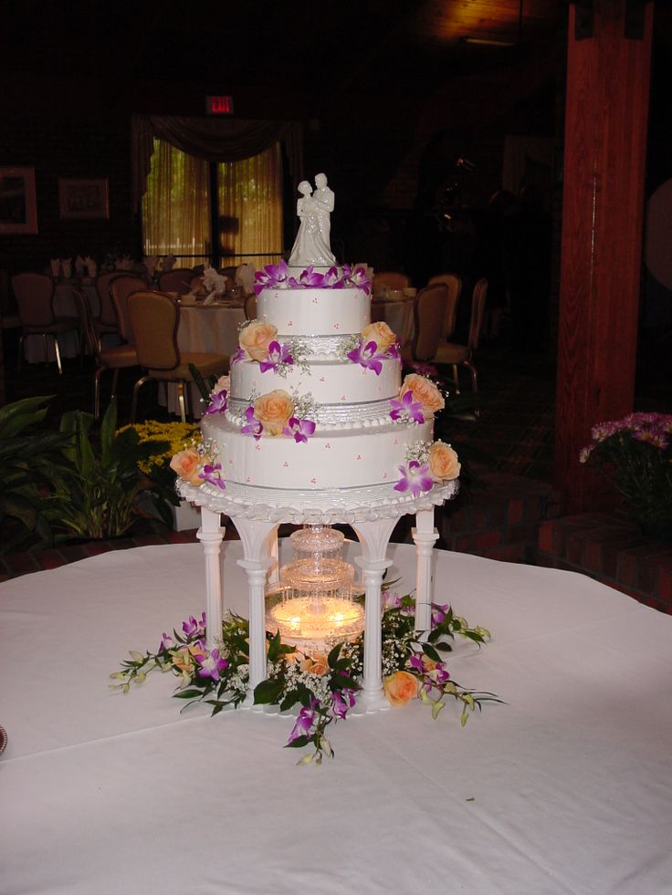 fountain wedding cake wedding cakes with fountains underneath or 14421