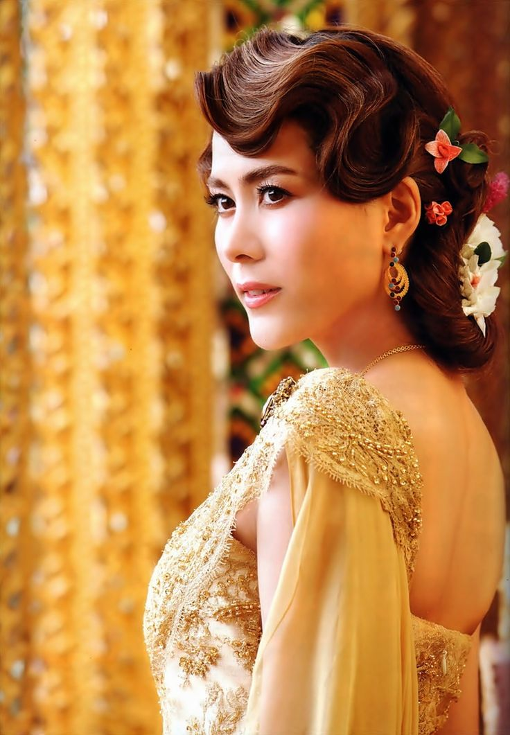 Thai Women And Traditional Dress