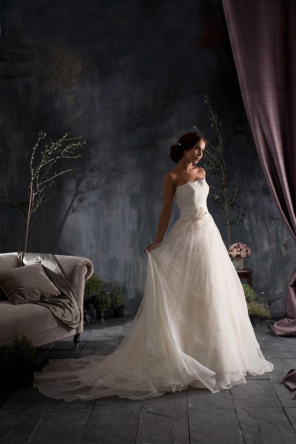 Naomi Neoh ~ Elegant and Romantic Bridalwear. Photography by www.weddingbelles.co.uk