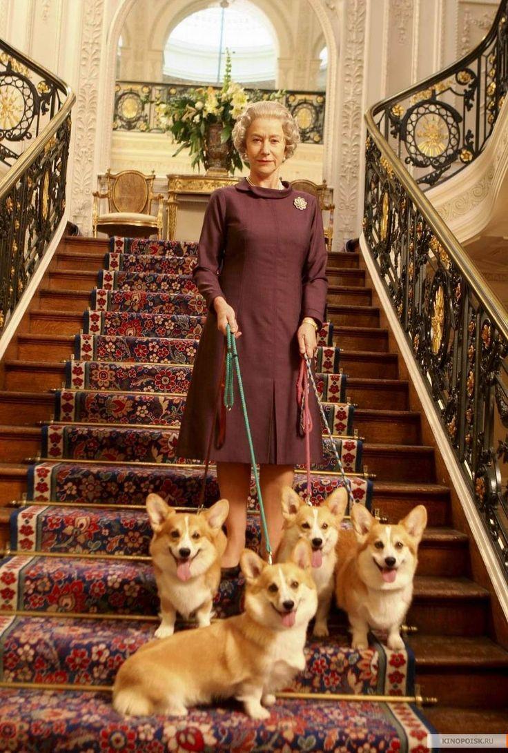 Королева  Елизавета  II  с  любимыми  собачками  ( Вельш   корги  пемброк).