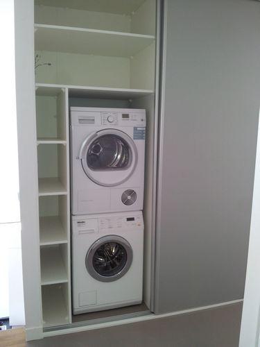 schuifdeur bijkeuken Drogerwasmachine aan de ene kant, ketel aan de andere kant