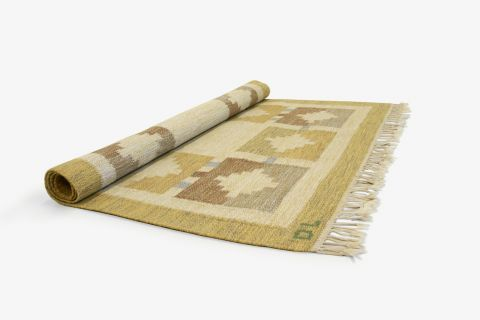 Fantastisk flatvevd teppe i ull med minimaltistisk geometrisk mønster i varme fargetoner. Signert DL. Trolig formgitt og produsert i Sverige fra ca 1960 andre halvdel. B:230 D:160cm. Kopi fra Finn.no