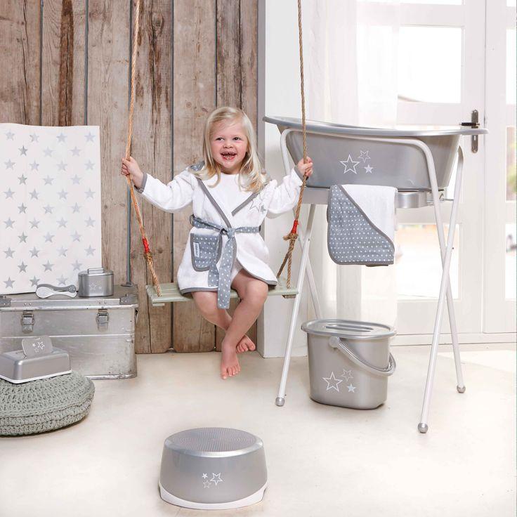 Todo lo necesario para el baño del bebé en ésta magnífica colección de la marca BEBEJOU.