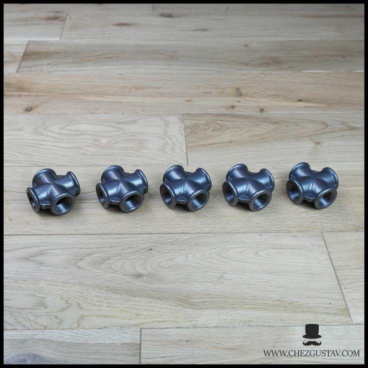 Lot de 5 croix - 15/21 mm en fonte noire par ChezGustav sur Etsy https://www.etsy.com/fr/listing/557104589/lot-de-5-croix-1521-mm-en-fonte-noire