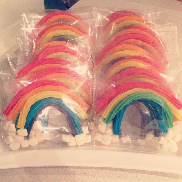 Wir hatten schon lange nach einem süßen Give-away für die Unicorn-Kindergeburtstags-Party gesucht. Dieses Gastgeschenk ist ideal für die kleinen Einhörner.  Weitere passende Ideen für Essen, Deko, Einladungen, Spiele und Give-aways für Deine Kindergeburtstagsparty findest Du auf blog.balloonas.com #kindergeburtstag #balloonas #einhorn # unicorn # party # mitgebsel