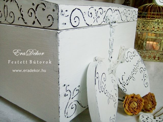 Rusztikus festett fa szívek Menyasszony és Vőlegény feliratokkal. Fotó azonosító: ESKSZIVEK04
