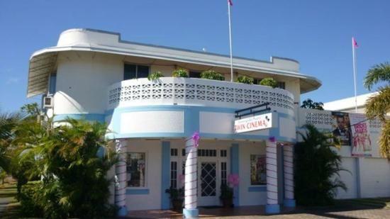 Summergarden Theatre (now Bowen Cinemas)