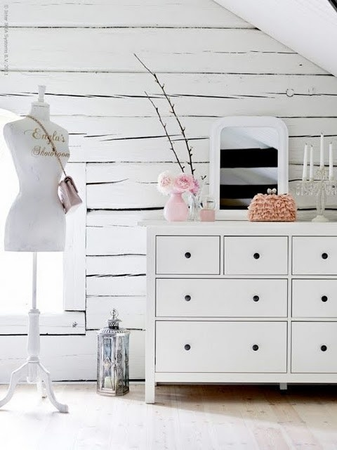 charming: Romantic Bedrooms, White Spaces, Dreams Closet, Attic Bedrooms, Bedrooms Design, White Rooms, Dresses Form, Dresses Rooms, Ikea Bedrooms