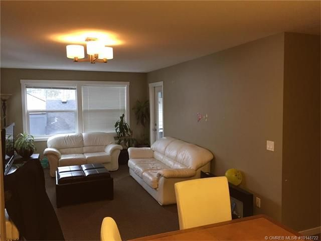 Attention Investors, Students and First Time Home Buyers! Beautiful 2 Bedroom 2 Bathroom unit featuring open concept living with large windows allowing extra natural light!