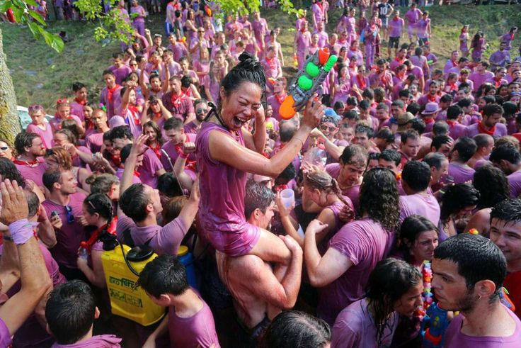 La Batalla del Vino (literally meaning the wine battle) takes water fights to a whole new Every year on the 29th of June, in the northern province of La Rioja, thousand of locals drench each other with gallons of red wine