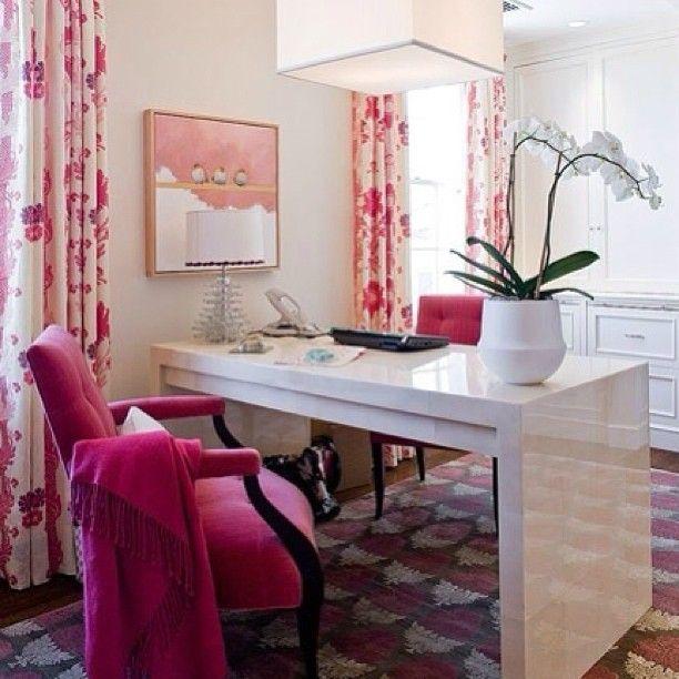 Домашний офис ✒📒 #интерьер #стиль #офис #дом #картина #стол #кресло #шторы #розовый #цвет #цветы #белый #светильник #interior #instagram #table #chair #decor #design #flowers #white #pink #office #curtains #декор #дизайн