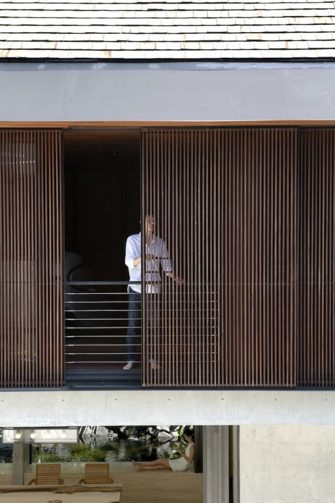 The Courtyard House / Formwerkz Architects - Slatted timber screen