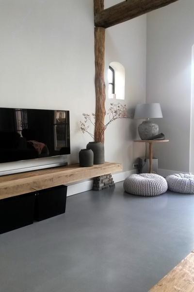 Bekijk de foto van Caro-Kooijman met als titel cement gebonden gietvloer. potten #ptmd lamp #brynzx woonkamer #vanmij en andere inspirerende plaatjes op Welke.nl.