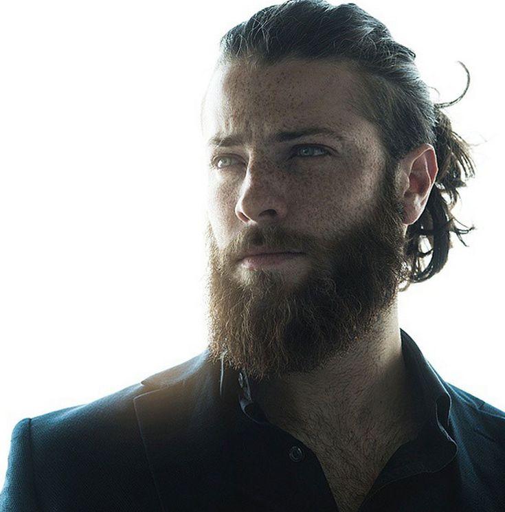 14 homens que combinam coque e barba de um jeito sexy