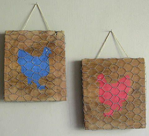 Créer des petits tableaux en bois avec un pochoir et du grillage à poule.