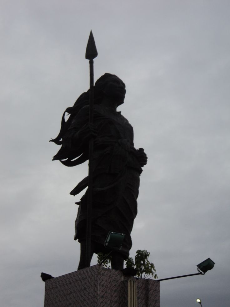 martina martha statue