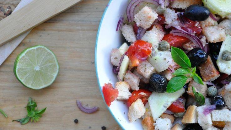 Salata Panzanella, reteta rustica italiana, savuroasa si rapida