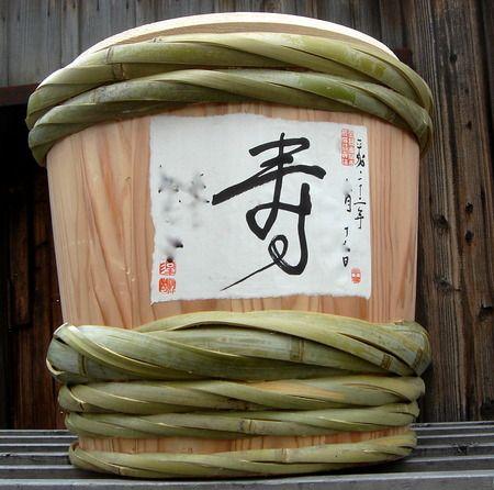 和紙に墨書き♪専門店のこだわりが光るのオーダーメイド酒樽♡ 鏡割りで使いたい酒樽のアイデア。披露宴の参考に♪