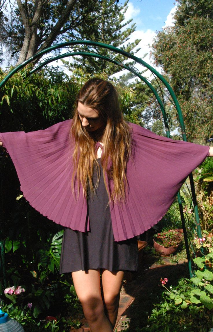 Capelet Poncho: Sun-ray pleated - Vintage Item by TheBusyTipsyGipsy on Etsy
