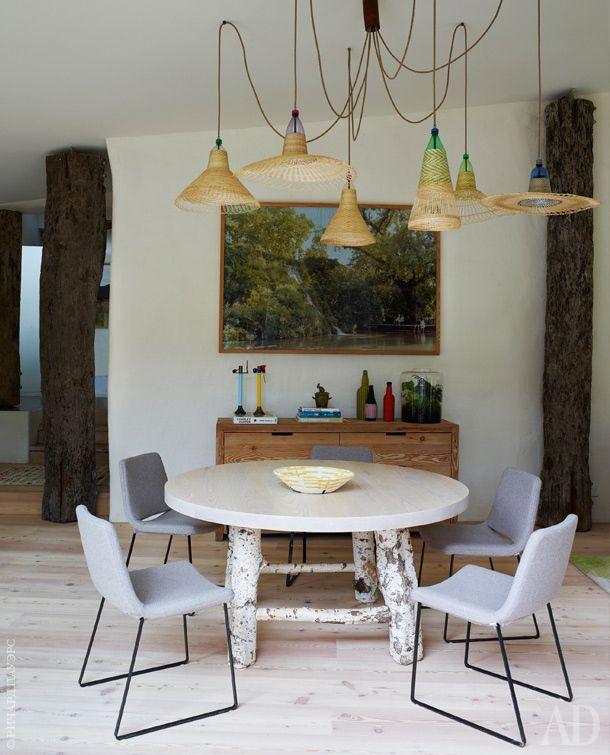 Столовая. Люстра, Pet Lamp; обеденный стол икомод, Mark Tuckey; стулья подизайну Джеффри Бернетта, B&BItalia.