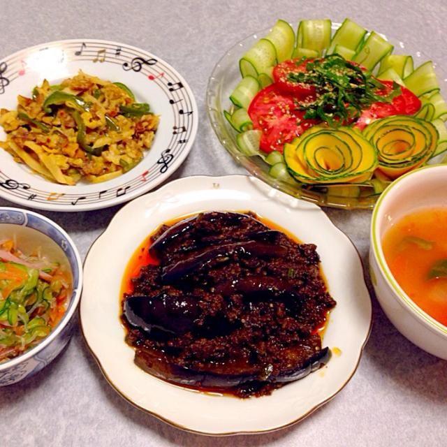 麻婆茄子、 チンジャオロース、 中華風酢の物、 トマトサラダ、 トマトの中華スープ です。 - 16件のもぐもぐ - 中華っぽい晩ご飯 by orieueki