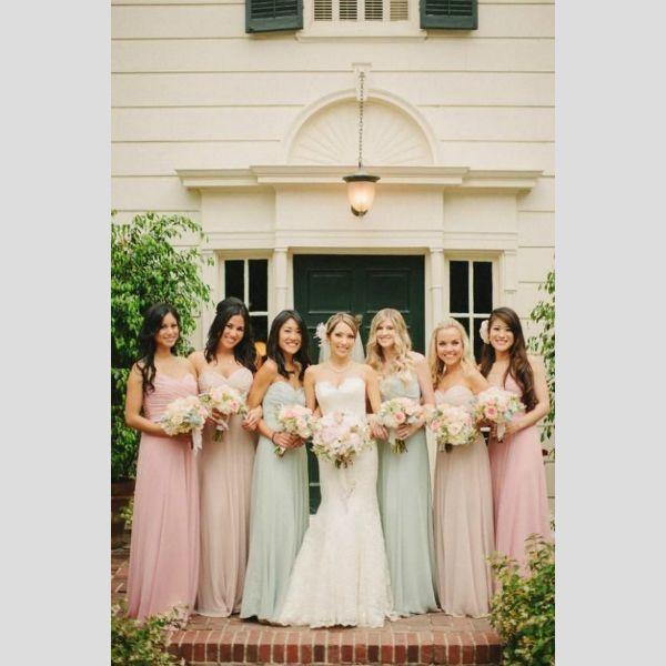 Vestidos para damas-de-honor em tons pastel. #casamento #damasdehonor #madrinhas #vestidos #pastel