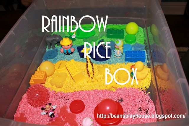 Bean's Playhouse: 食品着色料で染めたお米を使った色を楽しむ遊び。