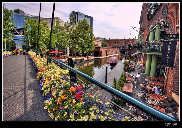 The Worcester & Birmingham canal next to Brindley Place Birmingham West Midlands, England UK