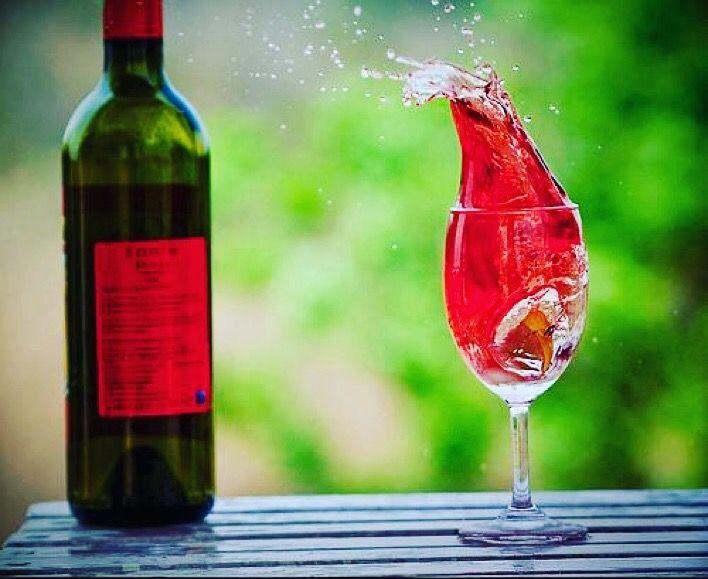 Sunday wine vibes  Image: Green Umbrella #sundaywine #sunday #relax #wine #vino #winephotography #epicphotos