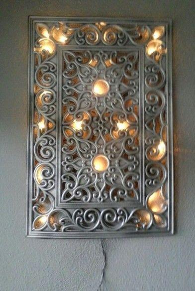 Ik heb mijn oude deurmat zilver gespoten en lichtjes er met lijm pistool op vast gemaakt.