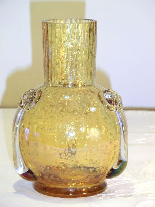 HARRACH IRIDESCENT YELLOW VASE WITH MICA INCLUSIONS. Circa 1890 - www.madforglass.com