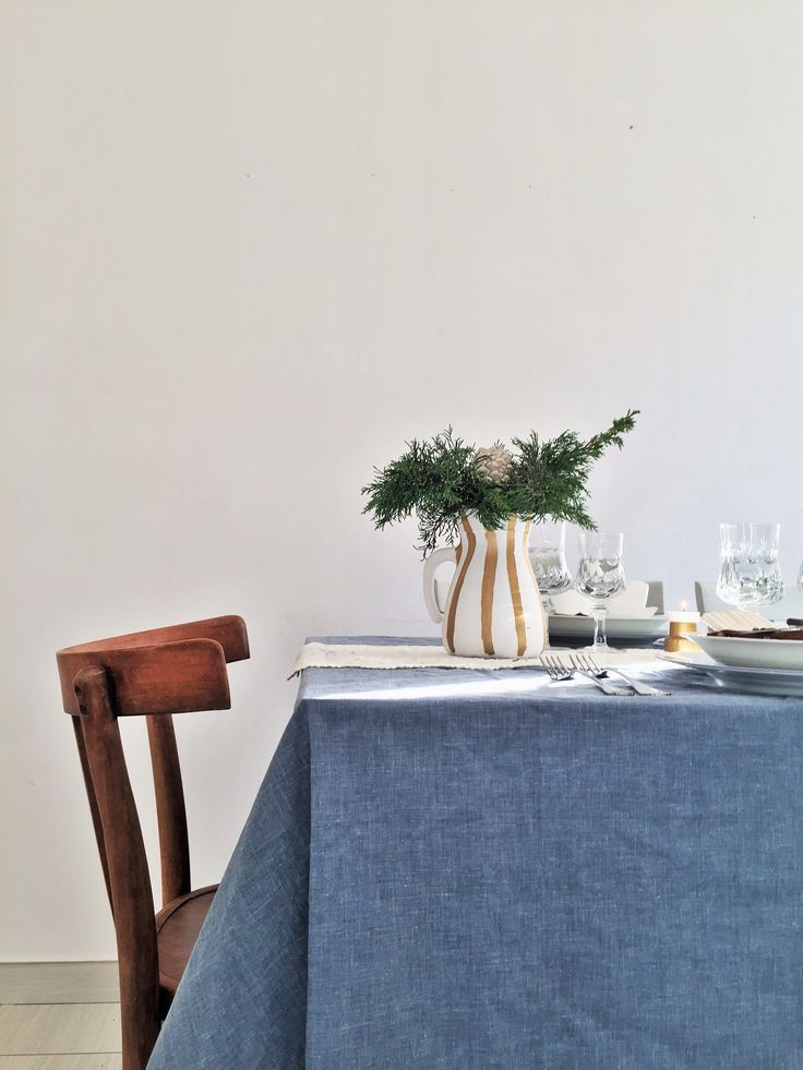Christmas tableset with DIYs and second hand objects.