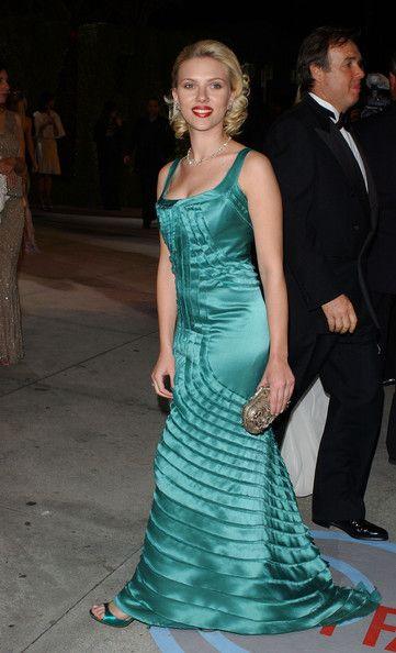 Scarlett Johansson in 2004 VANITY FAIR OSCAR PARTY
