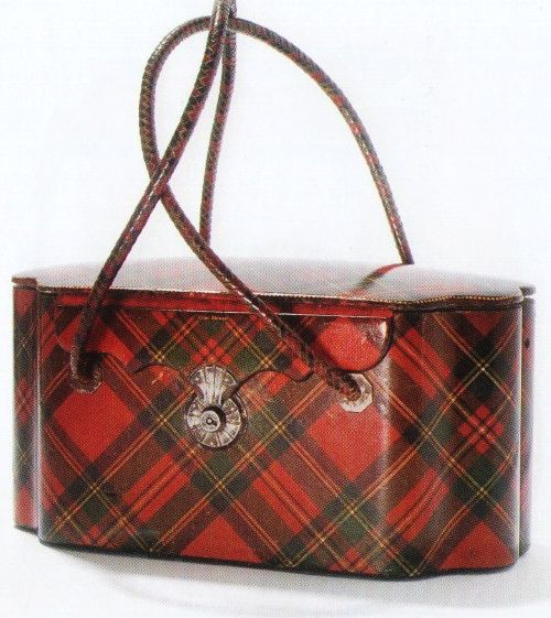 Gasp!  Be still my beating heart.  I love vintage/antique purses, I also love Tartanware.  The combination of the two in this antique Royal Stewart Tartanware purse is nearly giving me fits!  Love, love, love it!