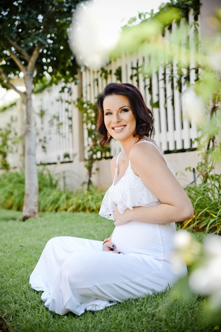 Lynné de Jager with her Preggy Belly on 10 weeks