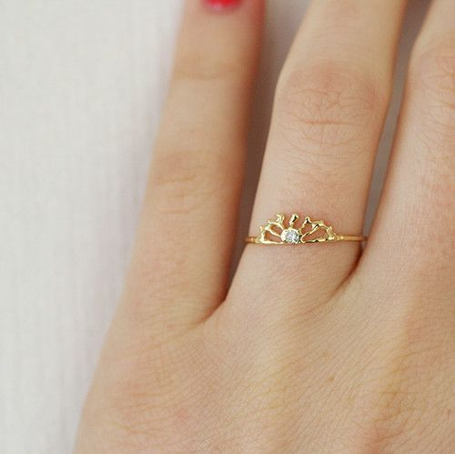 By designer Misa Hammimoto of Misa Jewelry Rise and shine! Let's make it a great day, shall we? White round brilliant diamond 0.03tcw. Sunrise measures approximately 5mm across. Ring measures approxim